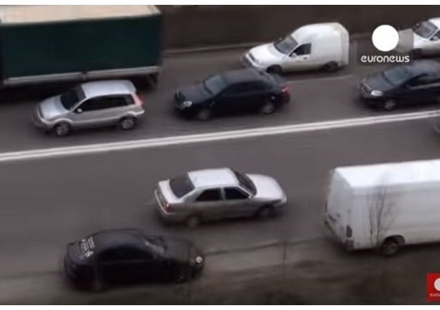 Ukrainian driver's unusual way of avoiding traffic jam...in reverse