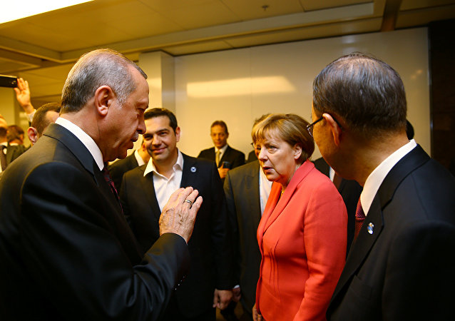 Turkish President Tayyip Erdogan (L) chats with German Chancellor Angela Merkel (2nd R), U.N. Secretary-General Ban Ki-moon (R) and Greek Prime Minister Alexis Tsipras (2nd L) during the World Humanitarian Summit in Istanbul, Turkey, May 23, 2016