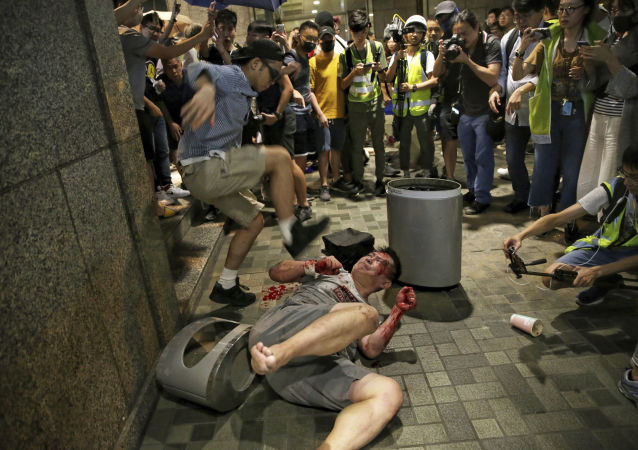 Žestoki sukobi među demonstrantima u Hong Kongu