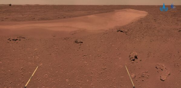 This handout photograph taken on June 26, 2021 and released on July 9, 2021 by the China National Space Administration (CNSA) shows the surface of Mars taken from China's Zhurong Mars rover. (Photo by HANDOUT / China National Space Administration (CNSA) / AFP) / -----EDITORS NOTE --- RESTRICTED TO EDITORIAL USE - MANDATORY CREDIT AFP PHOTO / CNSA - NO MARKETING - NO ADVERTISING CAMPAIGNS - DISTRIBUTED AS A SERVICE TO CLIENTS - Sputnik Србија