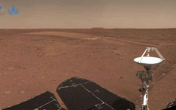 This handout photograph taken on July 4, 2021 and released on July 9, 2021 by the China National Space Administration (CNSA) shows the surface of Mars taken from China's Zhurong Mars rover. (Photo by HANDOUT / China National Space Administration (CNSA) / AFP) / -----EDITORS NOTE --- RESTRICTED TO EDITORIAL USE - MANDATORY CREDIT AFP PHOTO / CNSA - NO MARKETING - NO ADVERTISING CAMPAIGNS - DISTRIBUTED AS A SERVICE TO CLIENTS - Sputnik Србија