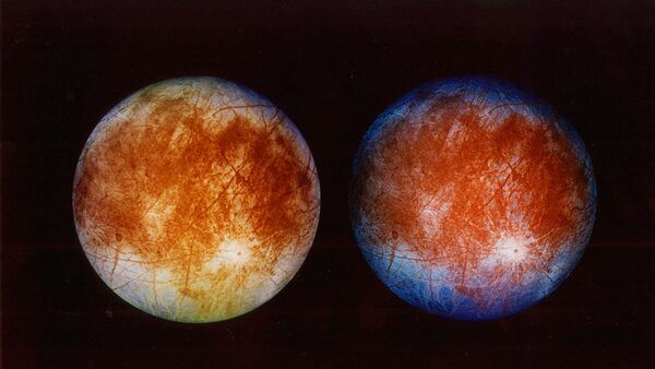 Two views of Jupiter's ice-covered moon, Europa - Sputnik Србија