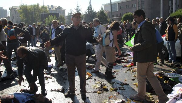 A man reacts after an explosion during a peace march in Ankara, Turkey, October 10, 2015 - Sputnik Србија