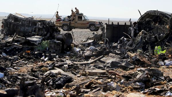 The remains of a Russian airliner are seen as an army vehicle guards the crash site in the al-Hasanah area in El Arish city, north Egypt - Sputnik Србија