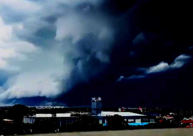 Amazing Shelf Cloud Roll Over Sydney's Bondi Beach