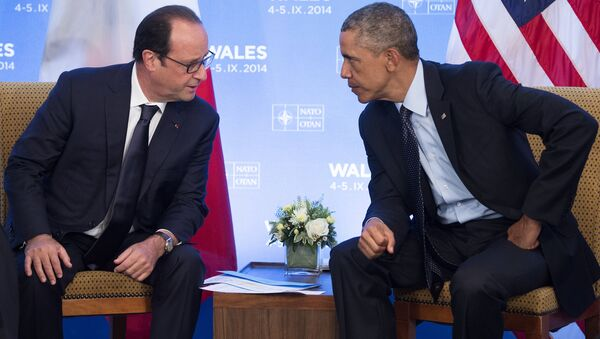 US President Barack Obama (R) and French President Francois Hollande hold a meeting on the second day of the NATO 2014 Summit at the Celtic Manor Resort in Newport, South Wales, on September 5, 2014 - Sputnik Srbija