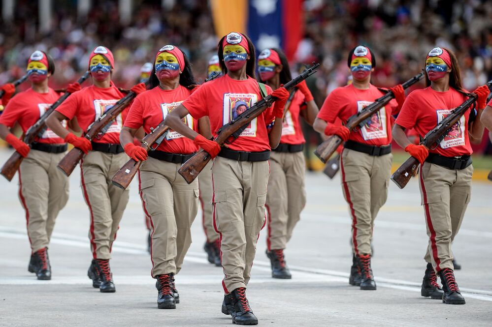 Venezuelan female soldiers parade during the celebration of Venezuela's Independence Day in Caracas on July 5, 2015