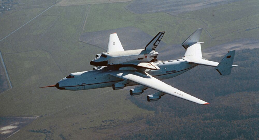 Avion An-225 nosi šatl Buran