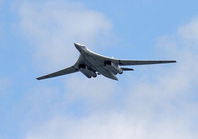 Supersonični strateški bombarder Tu-160