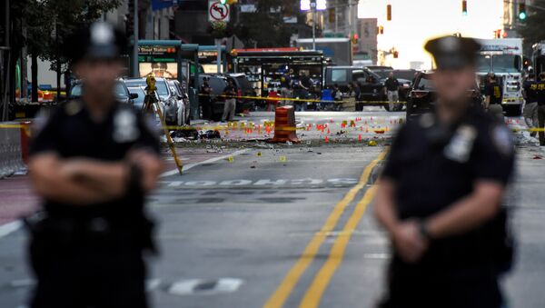 New York City Police Department (NYPD) officers stand near the site of an explosion in the Chelsea neighborhood of Manhattan, New York, U.S - Sputnik Srbija