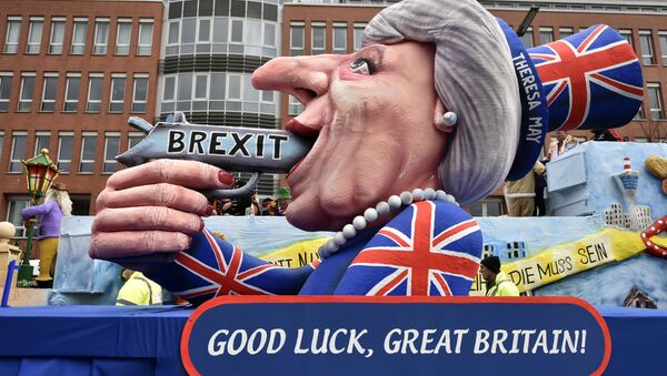 A carnival float depicts British Prime Minister Theresa May with a gun and the writing 'Brexit' on it prior to the traditional carnival parade in Duesseldorf, Germany, on Monday, Feb. 27, 2017. - Sputnik Srbija