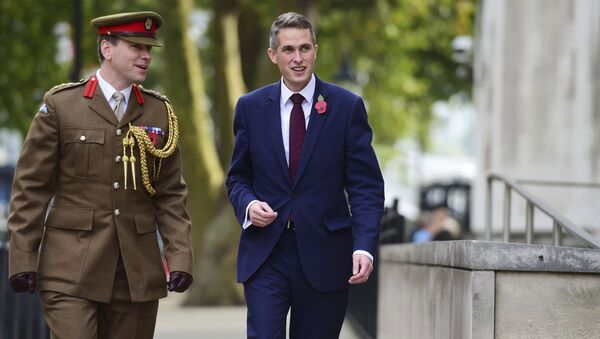Gavin Williamson, right, outside the Ministry of Defence in London after he was named as the new Secretary of State for Defence following the resignation of Sir Michael Fallon who admitted his behaviour had fallen below the high standards required in the role, Thursday, Nov. 2, 2017. - Sputnik Srbija