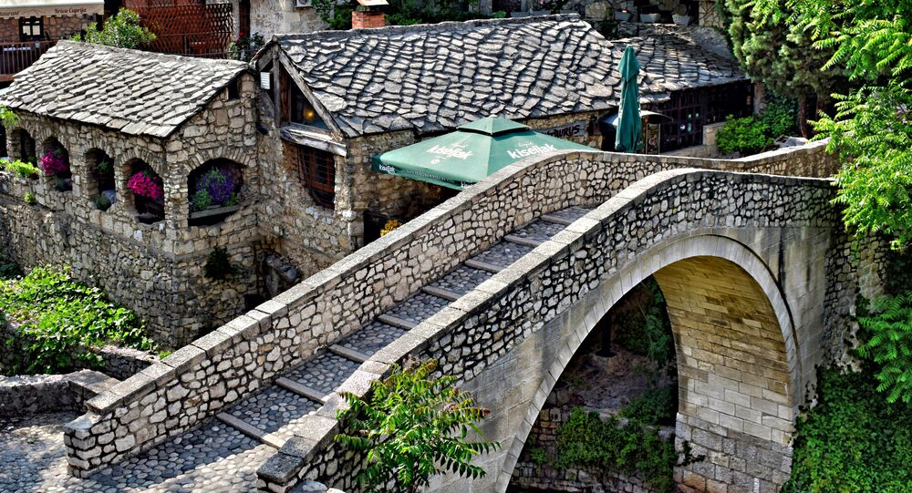Vid na most Crooked Bridge v Mostare, Bosniя i Gercegovina