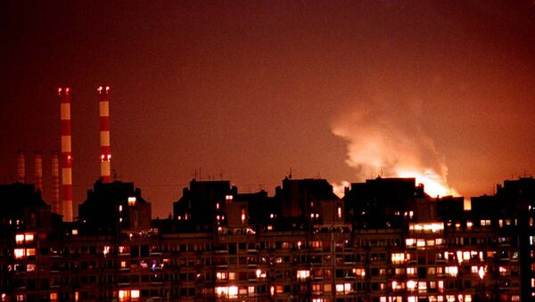 Flames from an explosion light up the Belgrade skyline near a power station after NATO cruise missiles and warplanes attacked Yugoslavia late Wednesday, March 24, 1999 - Sputnik Srbija